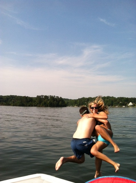Casual photobomb on the lake. TFM.
