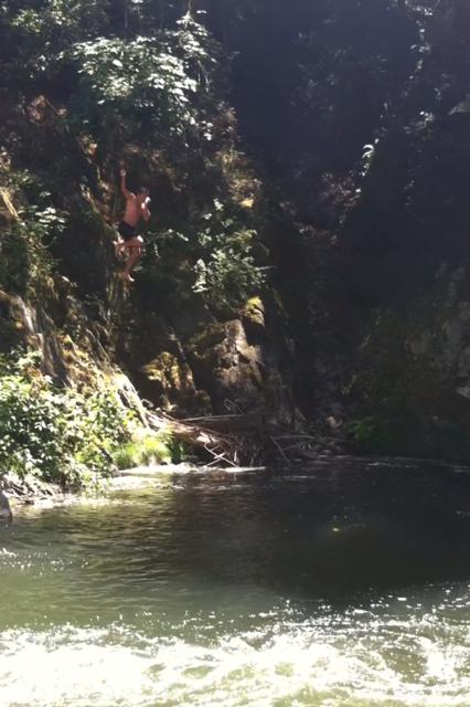 Shotgun cliff diving. TFTC.