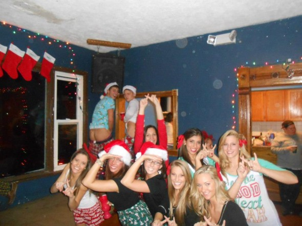 Holiday photobomb. TFM.