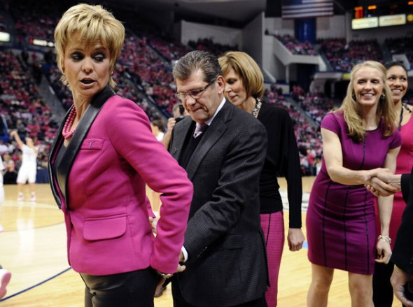 UConn Coach Geno Auriemma getting in a pre-game squeeze. TFM.