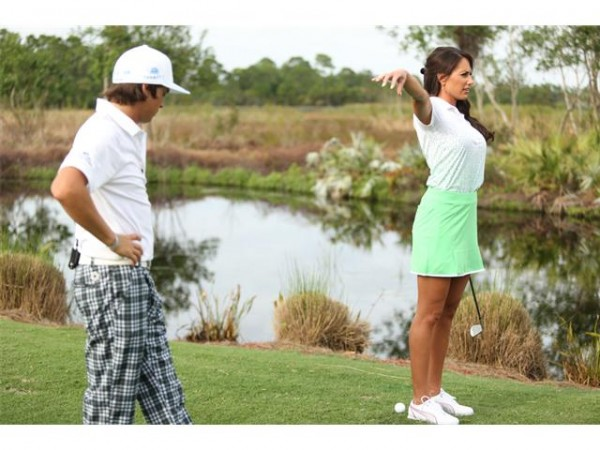 Rickie Fowlers no shame look while teaching Holly Sonders perfect form. TFM.