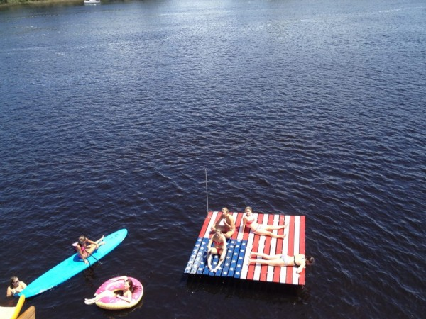 The floating American dock. TFM.