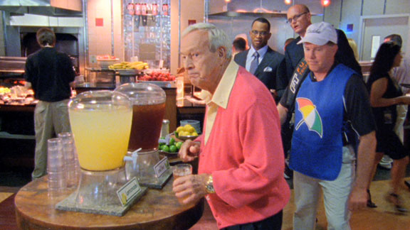 Arnold Palmer getting an Arnold Palmer. TFM.