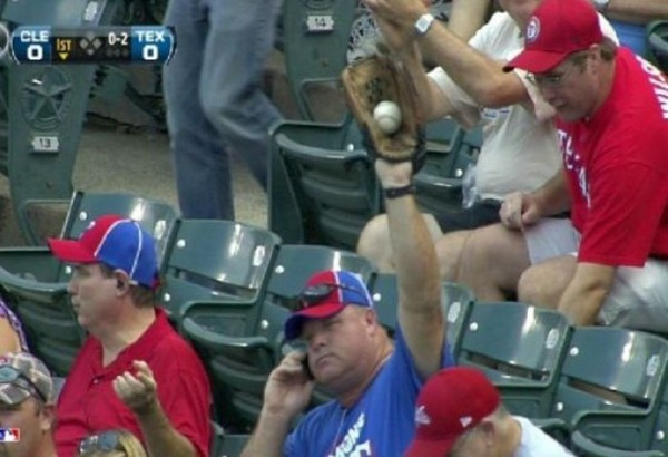 This guy giving zero fucks while catching a foul ball and talking on the phone. TFM.