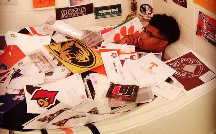 This College Football Recruit Can Literally Bathe In Recruiting Letters
