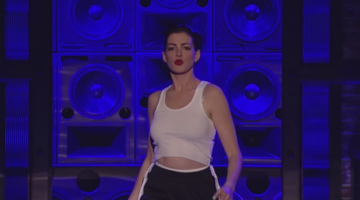 """Anne Hathaway Stripped Down And Got Crazy Sexual While Lip-Snycing """"Wrecking Ball"""""""