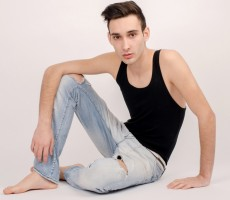 Bad News For Hipster Dudes: Doctors Issue Health Warning For Skinny Jeans
