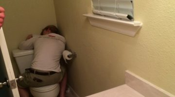The Time I Clogged The Toilet At My First College Party