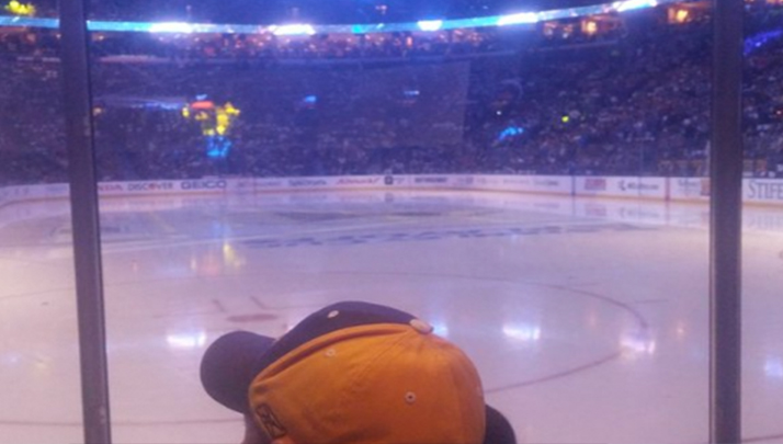 Black Dude Who Accidentally Watched Hockey Goes To His 1st Game, Live Tweets It