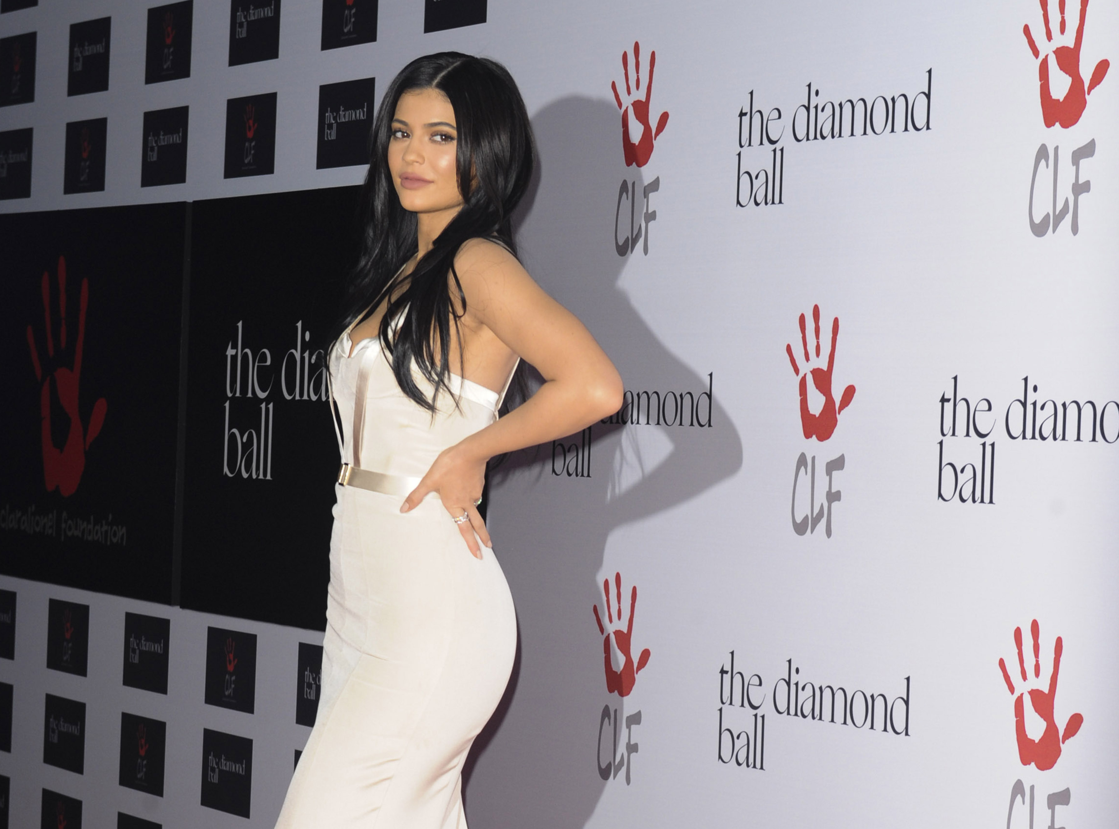 Kylie Jenner's Home-Cooked Meal Bears Striking Resemblance To A Socialite In A Nude Thong
